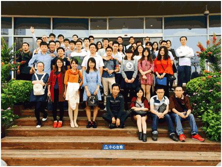 员工参观海沧信息化体验馆体验2.png