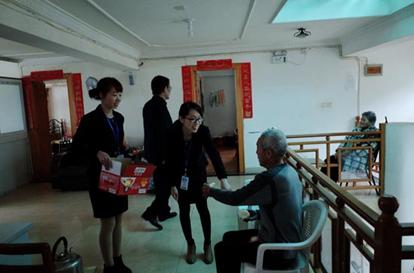 走进敬老院关爱资助老人活动5.png